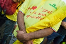 """Farmers of the """" Coldiretti """" association wearing a tee-shirt reading """" I love Italy and its agriculture' as they demonstrate to ask the government to abdicate the CETA (Comprehensive Economic and Trade Agreement) and to protect products made in Italy,  in central Rome on July 5, 2017.  The pact has been approved by both the European and Canadian parliaments but must still be ratified by all EU member states. / AFP PHOTO / ANDREAS SOLARO"""